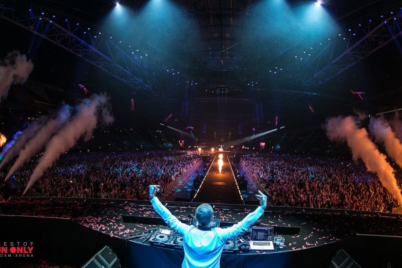 RECAP: Armin van Buuren Drives 80,000 Fans Wild with Biggest Solo Show Ever  - We Own The Nite NYC