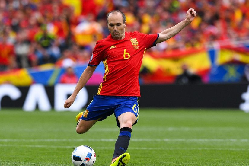 Andres Iniesta among greatest ever players, says Petr Cech after Spain win  opening Euro 2016 game | The Independent