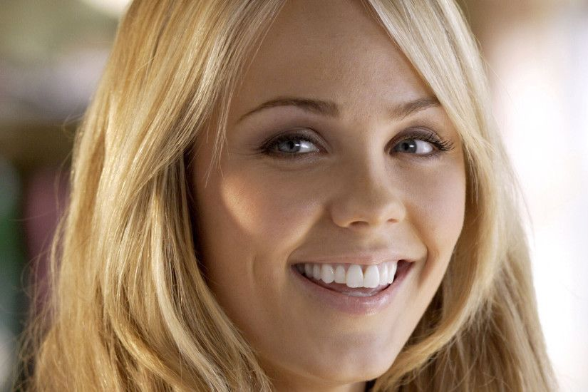 HD Laura Vandervoort Wallpapers 01 ...
