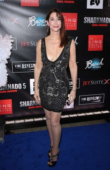 Caroline Williams: Sharknado 5: Global Swarming Premiere -01 - Full Size