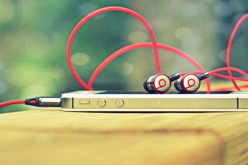 Iphone with Beats By Dr. Dre for 2560x1440