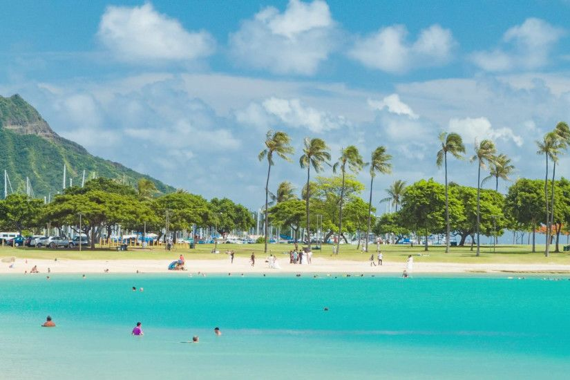 Turquoise Water in Calm Bay of Honolulu Hawaii with Diamond Head Background  on Sunshine Weather Stock Video Footage - VideoBlocks