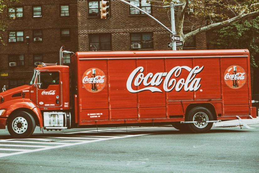 Preview wallpaper coca-cola, truck, city 3840x2160