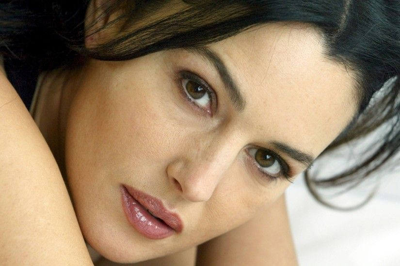 Monica Bellucci Celebrity Actress Face Closeup HD Wallpaper 10