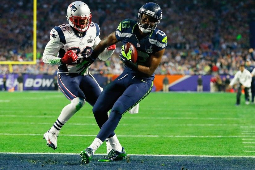 Rob Gronkowski #87 of the New England Patriots catches a 22 yard pass for a