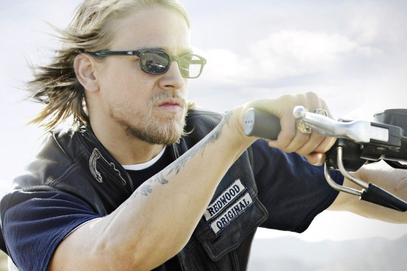 charlie hunnam actor hd wallpaper 57862
