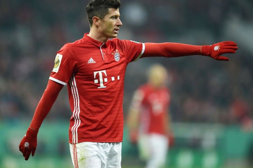 Robert Lewandowski gives Manchester United transfer hope as war of words  with Bayern Munich escalates | The Independent