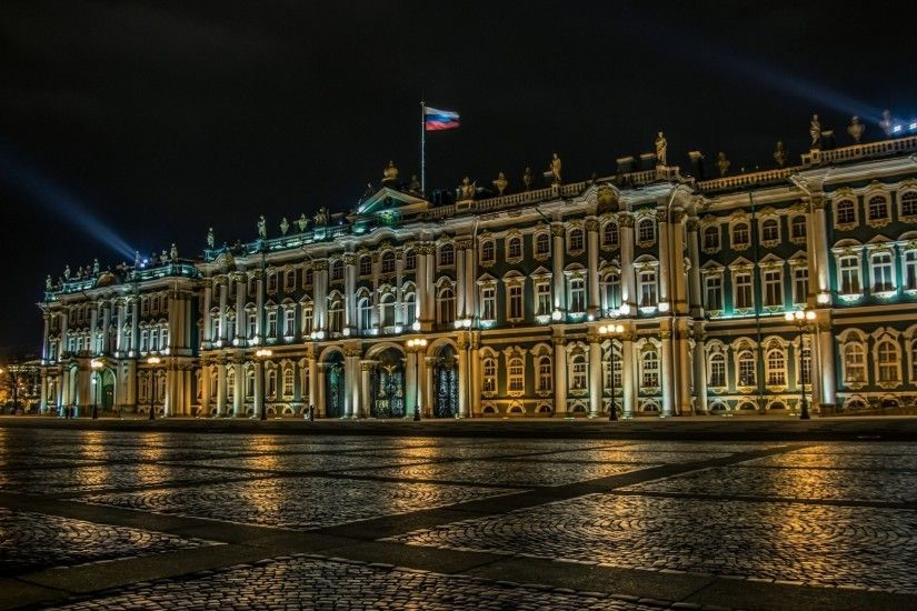 Palace in St. Petersburg under the Russian flag