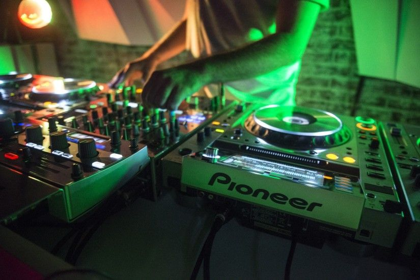 turntables, Mixing consoles, DJ
