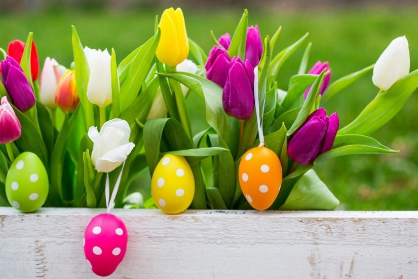 Easter Eggs On Flowers Background Wallpapers - 2880x1800 - 1042192