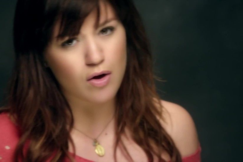 Kelly-Clarkson-Dark-Side-Music-Video-Kelly-Clarkson-