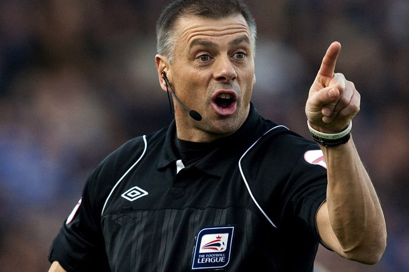 Referee Mark Halsey hits back following criticism over autobiography | The  Independent