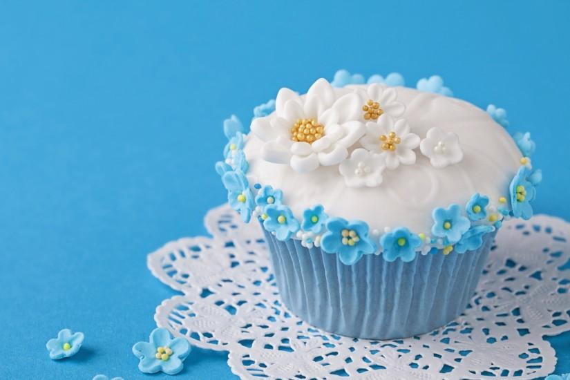 2560x1440 Wallpaper cupcake, decoration, flowers, cream