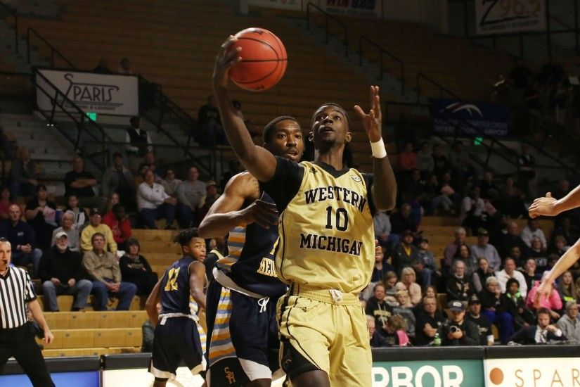 Men's Basketball Readies for Showdown with South Carolina Monday