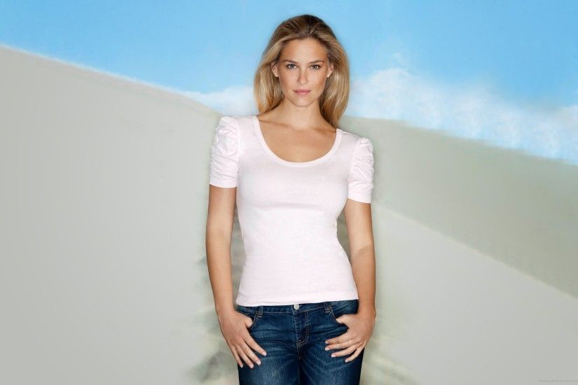Bar Rafaeli Plain White T-Shirt for 2560x1600