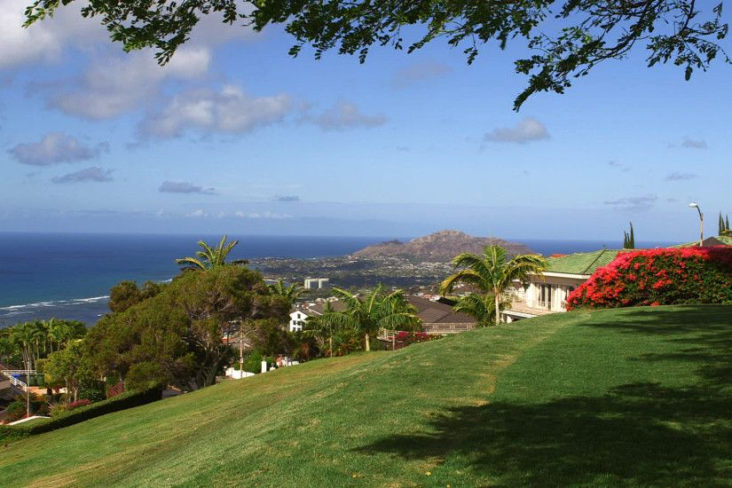 No matter where you are on Hawaii Loa Ridge, the views are spectacular
