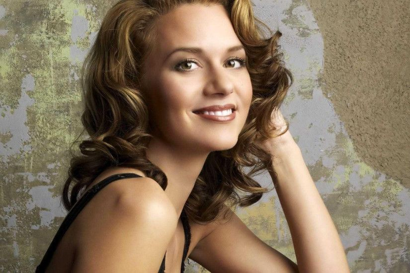 ... Hilarie Burton Wallpaper ...