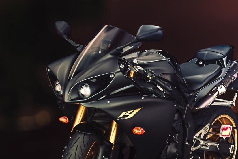 HD Background Yamaha YZF R1 Sport Bike Black And Gold Wallpaper .