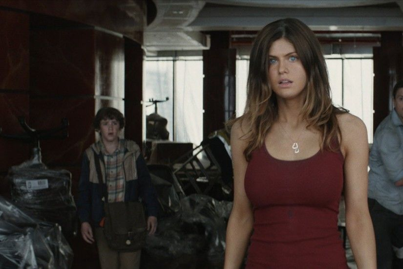 Beautiful Actress Alexandra Daddario in San Andreas Movie Photo