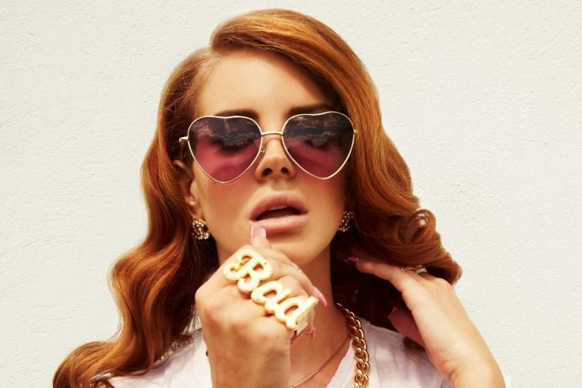 Preview wallpaper lana del rey, girl, glasses, heart, jewerly 3840x2160