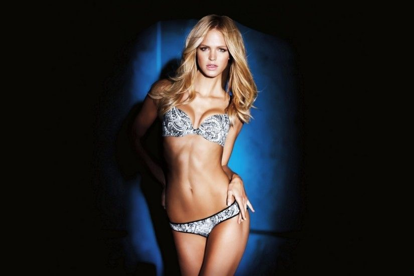 Erin Heatherton Wallpaper