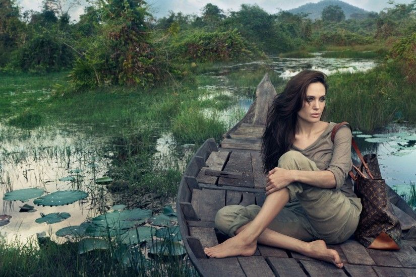 Angelina Jolie with Louis Vuitton Bag wallpaper