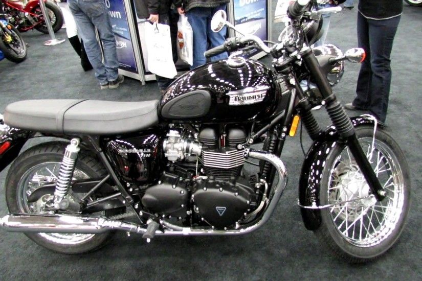 2013 Triumph Bonneville T100 - Walkaround - 2013 Quebec City Motorcycle  Show - YouTube