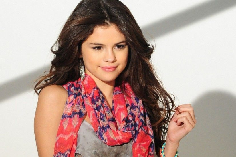 Free 55 HD Quality wallpapers of dazzling Selena Gomez for your screens