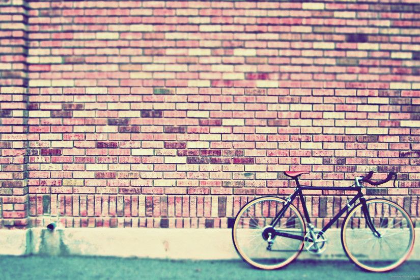 Fixed Gear Bike By The Wall for 2560x1600