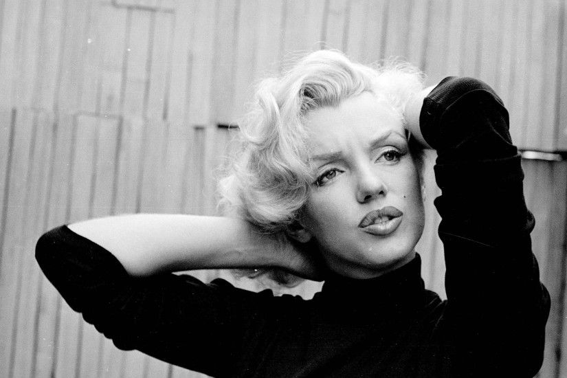 Preview wallpaper marilyn monroe, singer, actress, bw 2560x1440