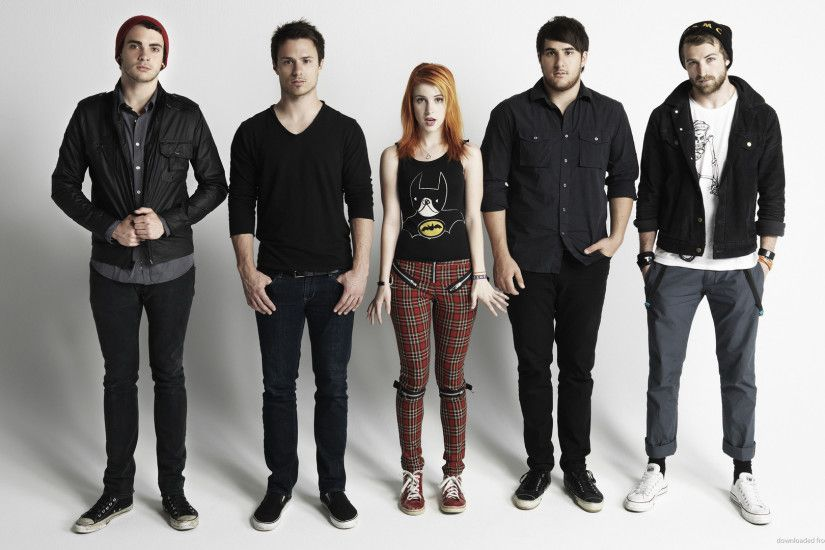 HD Paramore Hayley Williams in checkered pants wallpaper