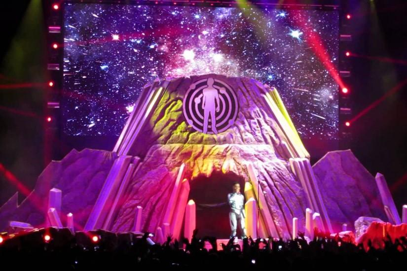 "KiD CuDi ""Destination: Mother Moon/Satellite Flight"" Intro @ Barclays  3.22.2014 - YouTube"