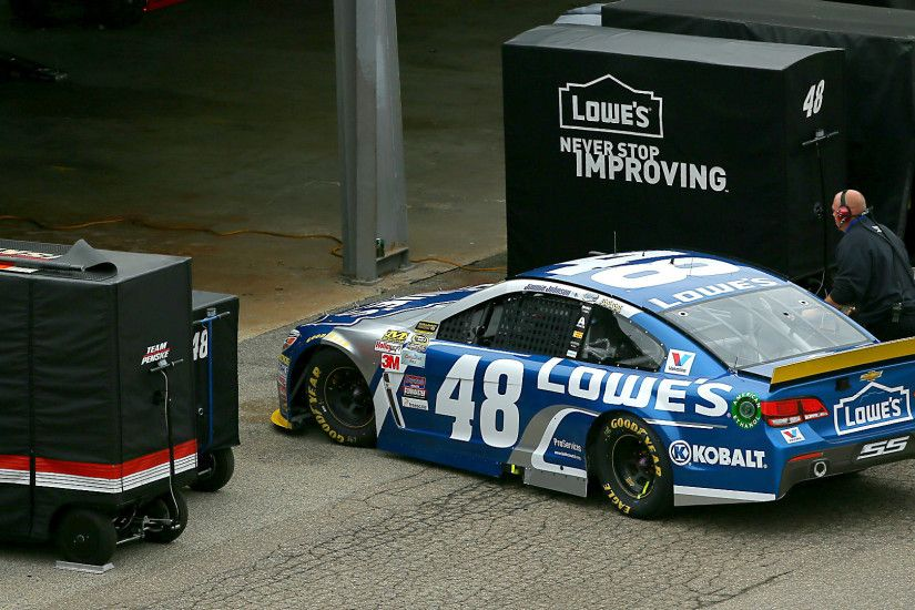 Jimmie Johnson in Chase trouble; problem sends his car to Dover garage |  NASCAR | Sporting News