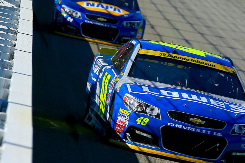 Midway through first Chase race, Jimmie Johnson shows familiar form |  NASCAR | Sporting News