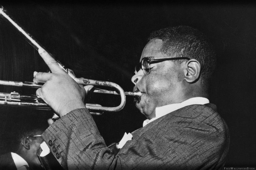 Download Free Wallpaper Dizzy Gillespie Pipe Show Cheeks Glasses
