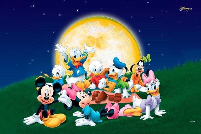 Mickey Mouse And Friends With Donald Duck Family Wallpaper