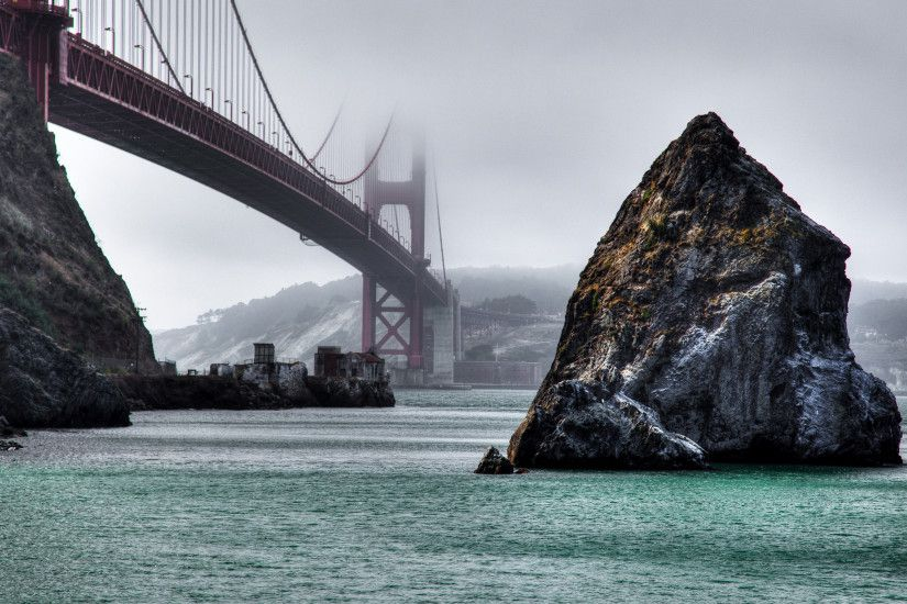 Rocks under the foggy Golden Gate Bridge wallpaper