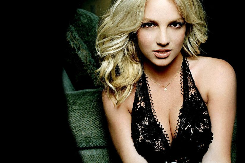 Britney Spears with a Very Sexy Black Dress 2880x1800 wallpaper
