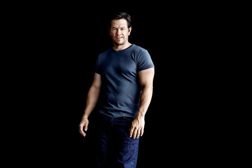 mark wahlberg mark wahlberg actor jeans t-shirt black background photos  patrik giardino magazine mens