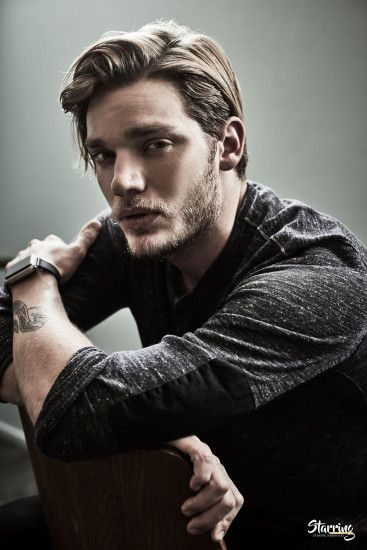 Derniers ajouts - 003 - Starring Dominic Sherwood Photo Gallery - Part of  DomSherwood.com