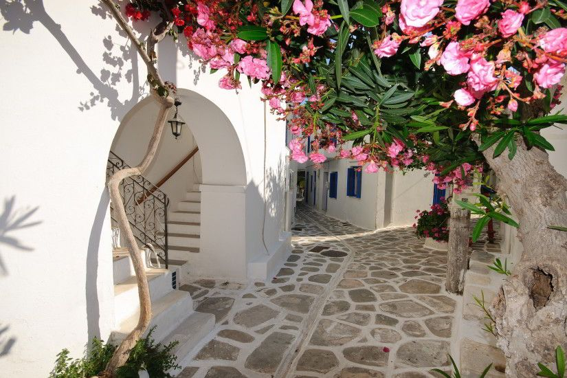 Santorini, Greece alleyways. Yes please!