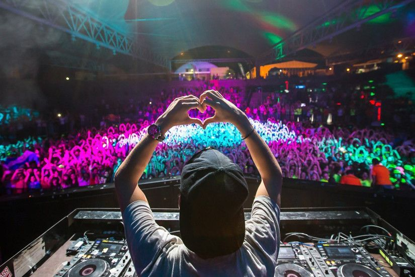 Avicii, DJ, Heart, Crowd