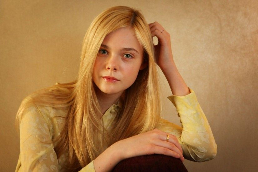 Elle Fanning Beautiful Brunette Hairs HD Wallpapers