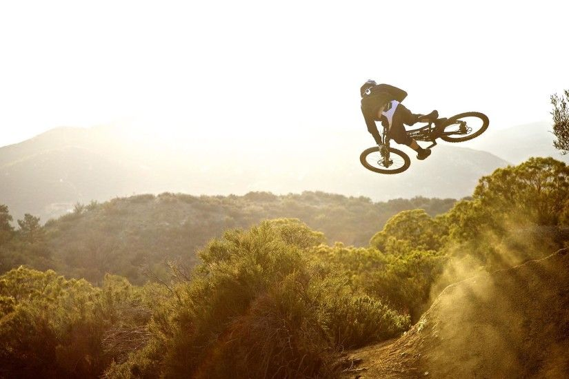 Bicycling Downhill HD Wallpaper. « »