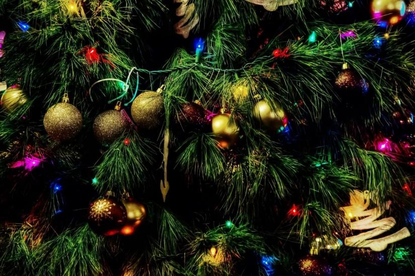 large christmas tree wallpaper 1920x1200