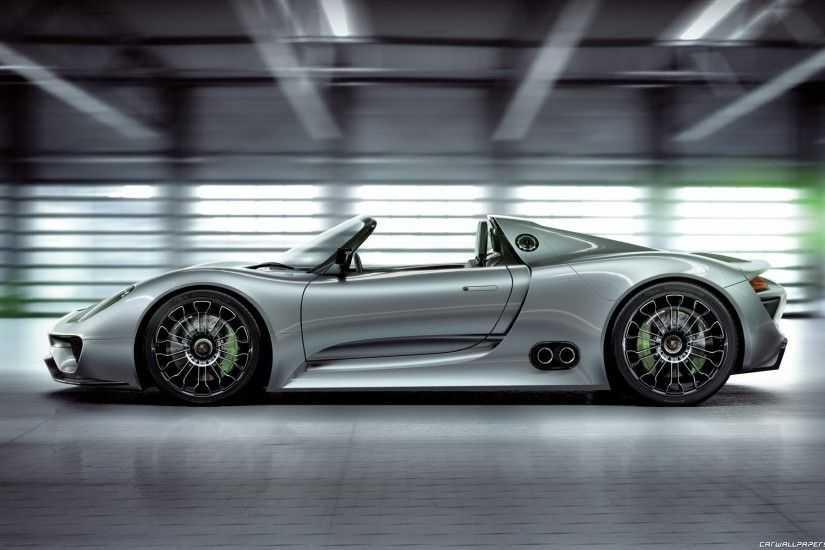 2014 Porsche 918 Spyder Side View Wallpaper