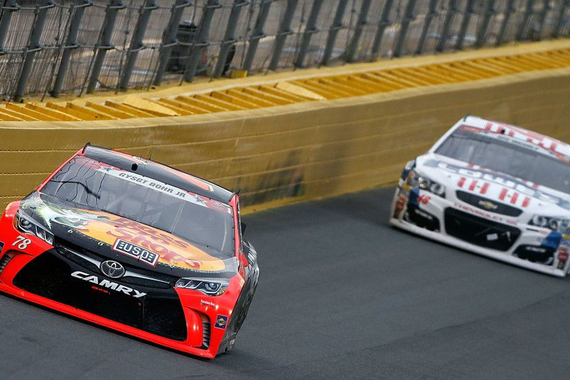 Jimmie Johnson, Kevin Harvick left to chase Martin Truex Jr. in 600 |  NASCAR | Sporting News