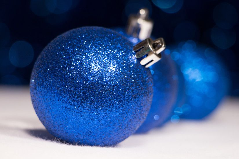 Sparkly blue Christmas ornaments wallpaper 3840x2160 jpg