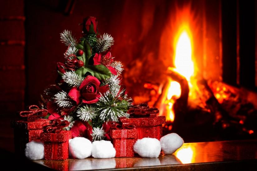 Christmas Decor, Fire Burning in the Fireplace wallpaper