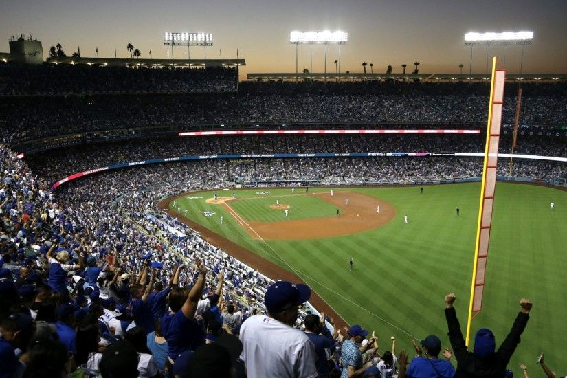Fans cheer during the National League Championship Series at Dodger Stadium  on Oct. 19, 2016. (Credit: Jeff Gross/Getty Images)